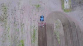 δέντρα τρακτέρ πεδίων ανασκόπησης απόθεμα βίντεο