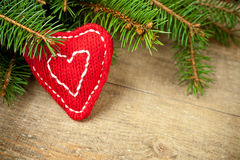 Δέντρο έλατου Χριστουγέννων με τη χειροποίητη διακόσμηση Στοκ εικόνα με δικαίωμα ελεύθερης χρήσης