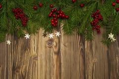 Δέντρο έλατου Χριστουγέννων στο ξύλινο υπόβαθρο Στοκ Φωτογραφία