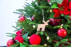 Δέντρο και κόκκινο ballà ¹ ƒ Chrismas Στοκ Φωτογραφίες