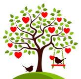 Δέντρο και πουλιά καρδιών Στοκ εικόνα με δικαίωμα ελεύθερης χρήσης