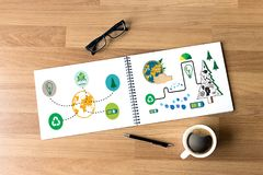 Δέντρο και πράσινο φύλλο W οικολογίας γήινων σφαιρών ημέρας παγκόσμιου περιβάλλοντος Στοκ Φωτογραφίες