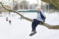 δέντρο κοριτσιών Στοκ εικόνες με δικαίωμα ελεύθερης χρήσης