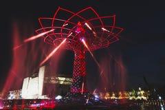 Δέντρο της ζωής το βράδυ σε EXPO 2015 στο Μιλάνο, Ιταλία Στοκ εικόνες με δικαίωμα ελεύθερης χρήσης