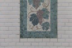 Δέντρο των κεραμιδιών μωσαϊκών στον τοίχο Στοκ φωτογραφίες με δικαίωμα ελεύθερης χρήσης