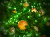 Δέντρο Chistmas με τις όμορφες διακοσμήσεις Στοκ Εικόνα