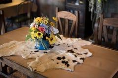 Δέρμα αγελάδων επιτραπέζιων λουλουδιών Στοκ Φωτογραφία