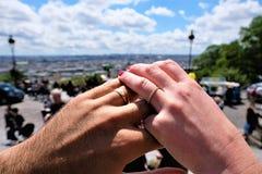 Δέσμευση, ενότητα με τα δαχτυλίδια Γαλλία montmartre Παρίσι Στοκ εικόνες με δικαίωμα ελεύθερης χρήσης
