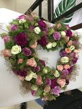 Δέσμη διαμορφωμένων των καρδιά λουλουδιών στοκ εικόνες