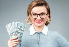 Δέσμη εκμετάλλευσης γυναικών των τραπεζογραμματίων χρημάτων στοκ φωτογραφίες με δικαίωμα ελεύθερης χρήσης