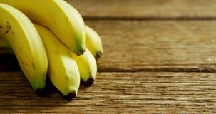 Δέσμη των φρέσκων μπανανών 4k απόθεμα βίντεο