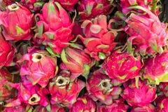Δέσμη των φρούτων δράκων στην αγορά στην Ιάβα Ινδονησία Στοκ εικόνα με δικαίωμα ελεύθερης χρήσης