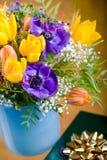 Δέσμη των anemones και των τουλιπών Στοκ Εικόνες