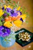 Δέσμη των anemones και των τουλιπών Στοκ Φωτογραφίες