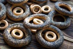 Δέσμη bagels με τους σπόρους παπαρουνών Στοκ εικόνα με δικαίωμα ελεύθερης χρήσης