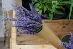 Δέσμη lavender στο έγγραφο τεχνών Στοκ φωτογραφίες με δικαίωμα ελεύθερης χρήσης