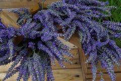 Δέσμη lavender στο έγγραφο τεχνών Στοκ φωτογραφία με δικαίωμα ελεύθερης χρήσης