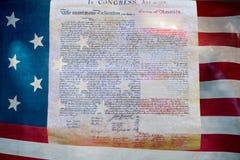 Δήλωση ανεξαρτησίας στις 4 Ιουλίου 1776 στην αμερικανική σημαία Στοκ Εικόνα
