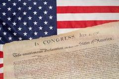 Δήλωση ανεξαρτησίας στις 4 Ιουλίου 1776 στην αμερικανική σημαία Στοκ Φωτογραφία