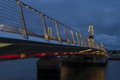 Δίδυμη γέφυρα πανιών σε Poole κατά τη διάρκεια του λυκόφατος Στοκ φωτογραφίες με δικαίωμα ελεύθερης χρήσης