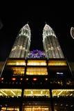 Δίδυμοι πύργοι της Κουάλα Λουμπούρ, Κουάλα Λουμπούρ Μαλαισία τη νύχτα Στοκ εικόνα με δικαίωμα ελεύθερης χρήσης