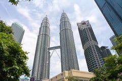 Δίδυμοι πύργοι Petronas το μεσημέρι στοκ εικόνες