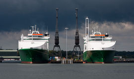 δίδυμο γερανών βαρκών Στοκ φωτογραφίες με δικαίωμα ελεύθερης χρήσης