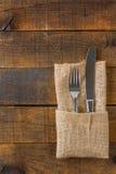 Δίκρανο και μαχαίρι στην πετσέτα Στοκ Εικόνα