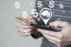 Δίκτυο δολαρίων νομίσματος Ιστού προστασίας ασπίδων ασφάλειας ιών σύννεφων επιχειρησιακών κουμπιών στην τηλεφωνική πιστωτική κάρτ Στοκ εικόνες με δικαίωμα ελεύθερης χρήσης