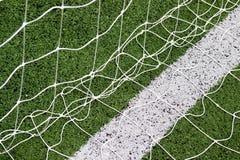 Δίκτυο στόχου ποδοσφαίρου με το πράσινο υπόβαθρο χλόης Στοκ Εικόνα