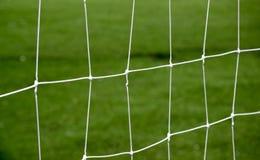 Δίκτυο στόχου ποδοσφαίρου με το πράσινο υπόβαθρο χλόης Στοκ εικόνες με δικαίωμα ελεύθερης χρήσης