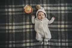 Δίμηνο μωρό που γιορτάζει τα γενέθλιά του Στοκ Φωτογραφία