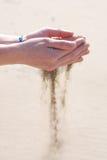 δίνει την τρέχοντας άμμο στοκ φωτογραφία με δικαίωμα ελεύθερης χρήσης