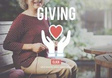 Δίνοντας στην οργάνωση φιλανθρωπίας την κοινωνική έννοια βοήθειας στοκ φωτογραφίες