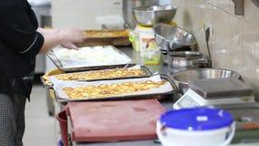 Δίσκοι με τηγανισμένα cheesecakes φιλμ μικρού μήκους