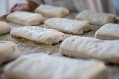 Δίσκος εκμετάλλευσης Baker των ρόλων ψωμιού Ciabatta Στοκ Φωτογραφίες