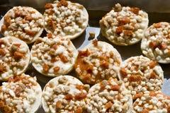 δίσκος πρόχειρων φαγητών πιτσών Στοκ φωτογραφίες με δικαίωμα ελεύθερης χρήσης