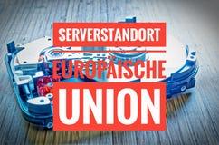 δίσκος 3 σκληρός 5 ίντσες ως αποθήκευση στοιχείων με τη μητρική κάρτα και στη γερμανική ένωση Serverstandort Europäische στο αγγ Στοκ φωτογραφίες με δικαίωμα ελεύθερης χρήσης