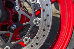 Δίσκος στη νέα λαμπρή μοτοσικλέτα Στοκ Εικόνες