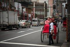 Δίτροχος χειράμαξα σε μια οδό στο Τόκιο στοκ εικόνα
