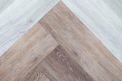 Δίχρωμο αφηρημένο άσπρο και καφετί ξύλινο δάπεδο υποβάθρου tex Στοκ Φωτογραφία