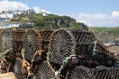 Δίχτυα αστακών που αναμένουν τη χρήση Mevagissey Κορνουάλλη Στοκ εικόνες με δικαίωμα ελεύθερης χρήσης
