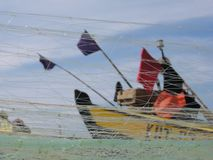 Δίχτυα του ψαρέματος αγγελιών βαρκών Στοκ Εικόνες