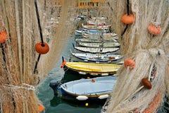 Δίχτυα του ψαρέματος και βάρκες Στοκ Εικόνα
