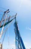 Δίχτυα του ψαρέματος που κρεμούν και που ξεραίνουν στον ήλιο Στοκ Εικόνα
