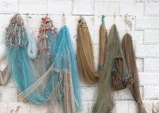 Δίχτυα του ψαρέματος που κρεμούν στον τοίχο Στοκ Εικόνα