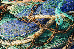 Δίχτυ του ψαρέματος με τις σκουριασμένες αλυσίδες στοκ εικόνες με δικαίωμα ελεύθερης χρήσης