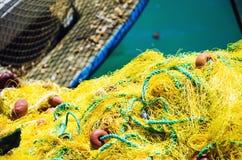 Δίχτυ ψαρέματος που βρίσκεται κοντά στο αλιευτικό σκάφος Στοκ Εικόνες