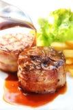 Δίχτυ Mignon βόειου κρέατος με το suace - Tenderloin μπριζόλα και μπέϊκον Στοκ Εικόνες
