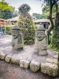Δίδυμα είδωλα Jeju (Dolharubang, οι πέτρες παππούδων) σε Seon Στοκ Εικόνες